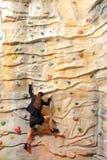 企业岩石墙壁妇女 免版税库存图片