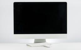 企业工作单位与与计算机显示器键盘和m的 库存照片