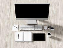 企业工作场所设置桌的大角度看法  免版税库存照片