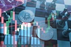 企业想法概念:在棋盘比赛的Bitcoin标志 免版税图库摄影