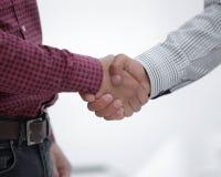企业手震动的特写镜头在两个同事之间的 库存照片