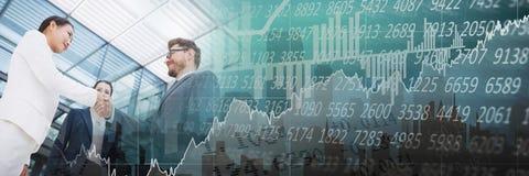 企业握手倾斜角与绿色财务转折的 免版税库存图片