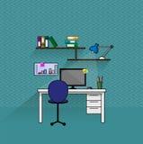 企业有计算机和书架的会计工作场所 免版税库存图片