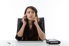 企业服务台她坐的妇女 免版税库存图片