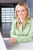 企业服务台她的妇女 库存照片