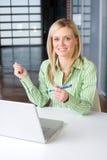 企业服务台她的妇女 免版税库存照片