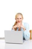 企业服务台她的膝上型计算机妇女 免版税库存图片