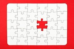 企业构想,难题编结在红色背景 库存照片