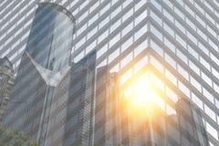 企业概念两次曝光,都市风景镜子或风景在城市 库存图片