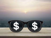 企业概念查出的成功白色 免版税图库摄影