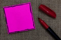 企业概念空的模板拷贝空间海报优惠券促销产品桃红色纸重要提示 免版税库存图片