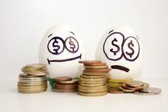 企业概念金钱 一个愉快和哀伤的鸡蛋 库存照片