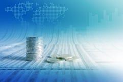企业概念,在新闻纸的硬币堆与财政图表 库存照片