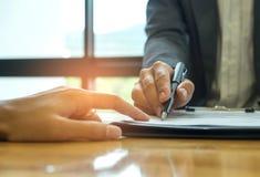 企业概念,签企业合同,商人holdin 免版税图库摄影