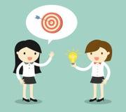企业概念,谈论目标和想法的两个女商人 也corel凹道例证向量 免版税库存照片