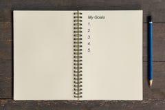企业概念-写我的目标,笔, coff的顶视图笔记本 库存照片