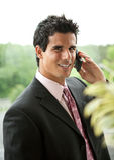 企业电池英俊的人电话 免版税图库摄影