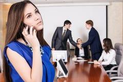 企业电话告诉妇女 免版税库存图片