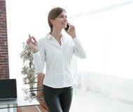企业电话联系的妇女年轻人 免版税库存照片