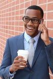 企业电话采访的年轻英俊的非裔美国人的律师一个新的工作的 免版税图库摄影