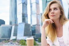 企业确信的妇女年轻人 免版税库存照片