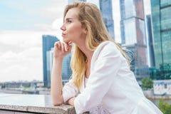 企业确信的妇女年轻人 免版税图库摄影