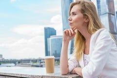 企业确信的妇女年轻人 免版税库存图片