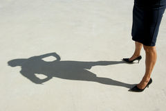 企业确信的脚跟高妇女 库存图片
