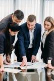 企业简报领导上司队证券交易经纪人行情室 免版税图库摄影
