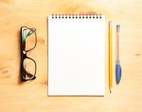企业精华 螺旋空白的笔记本顶视图  免版税库存照片