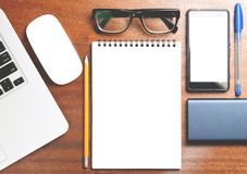 企业精华 螺旋空白的笔记本顶视图  图库摄影