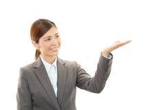 企业纵向妇女年轻人 库存照片