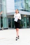 企业纵向妇女年轻人 免版税库存图片