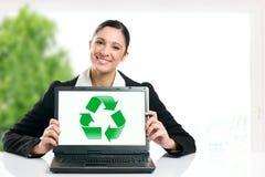 企业绿色回收的符号 免版税库存图片