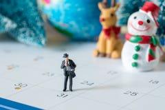 企业缩样计算走在31天日历的人和 免版税库存图片