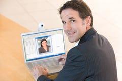企业膝上型计算机人高级工作 免版税图库摄影