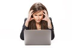 企业膝上型计算机妇女运作的年轻人 免版税库存照片