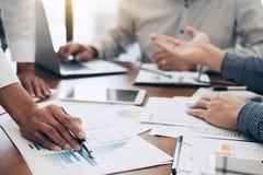 企业见面对会议专家inve的队同事 免版税图库摄影