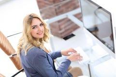 企业计算机关键董事会键入的妇女 免版税库存图片