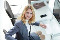 企业计算机关键董事会键入的妇女 图库摄影