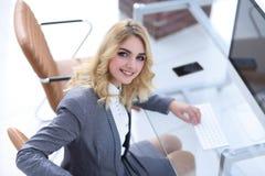 企业计算机关键董事会键入的妇女 库存照片