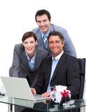 企业计算机快活的小组工作 免版税库存照片
