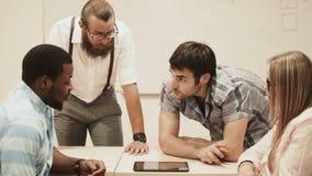 企业训练在教室 影视素材