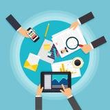 企业配合 创造性的与片剂的队桌面顶视图, 图库摄影