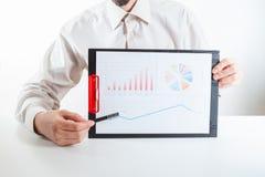 企业金融家审计与膝上型计算机和数据年终报告一起使用 库存图片