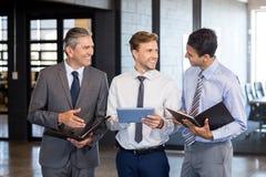 企业队交互式使用数字式片剂和组织者 库存图片