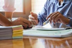 企业队会议和谈论项目计划 库存照片