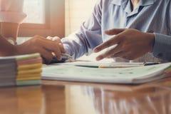 企业队会议和谈论项目计划 免版税库存照片