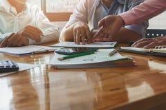 企业队会议和谈论项目计划 免版税库存图片