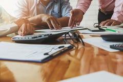 企业队会议和谈论项目计划 免版税图库摄影